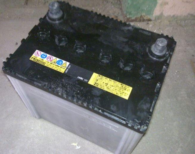 Демонтированный АКБ