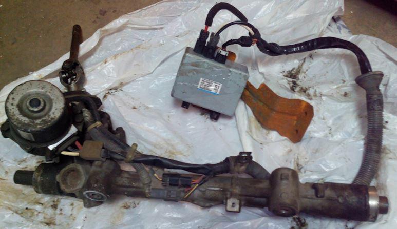 Демонтированная рулевая рейка с электроусилителем