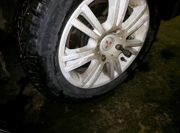 Процесс демонтажа колеса