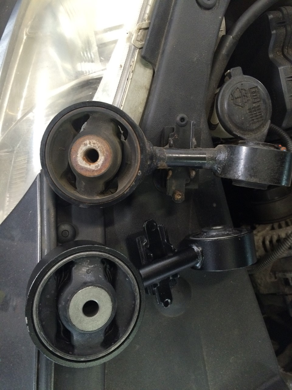 Состояние старой и новой подушек двигателя