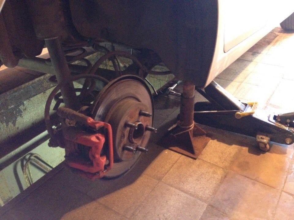 Процесс подготовки для демонтажа бензобака