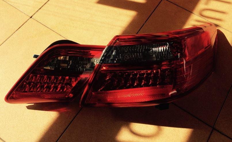 Демонтированный светодиодный фонарь Тойота Камри 40