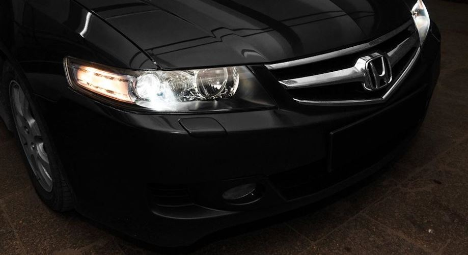 Автомобиль Хонда Аккорд 7 после монтажа фар