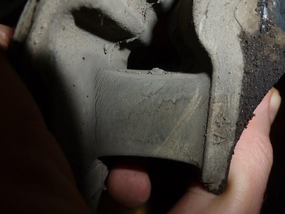 Наличие множества микротрещин на опоре говорит о усталости металла