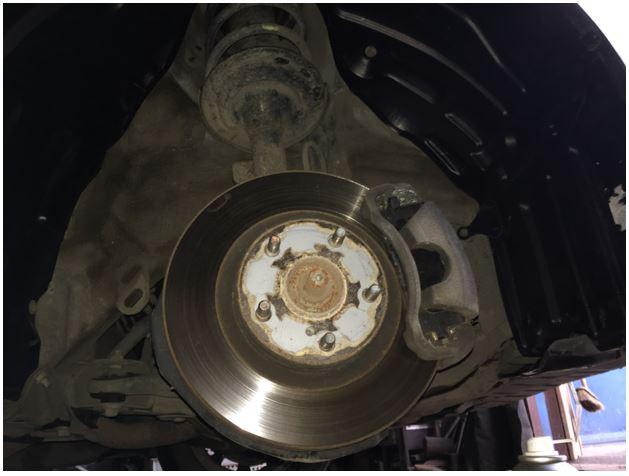 Установка нового подкрылка на автомобиле