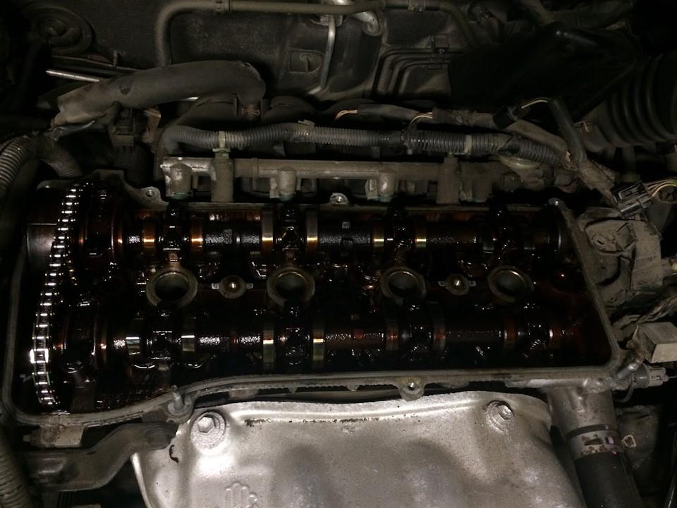Двигатель со снятой клапанной крышкой