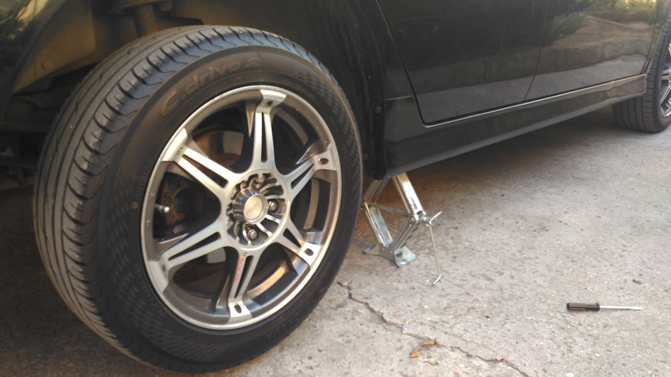 Поднятое колесо для регулировки ручника
