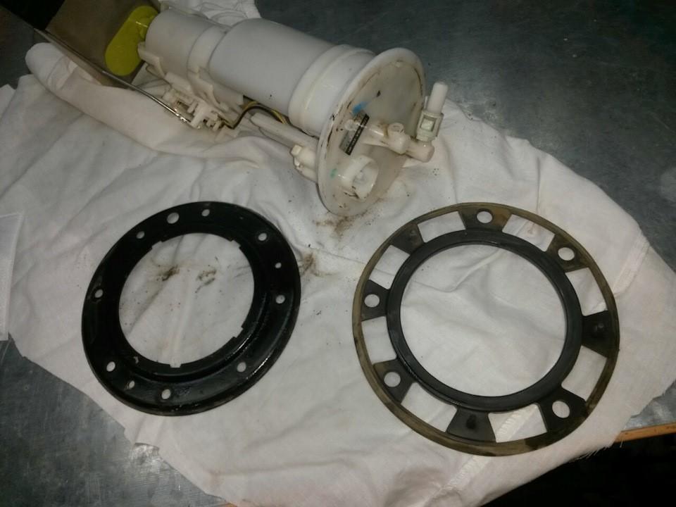 Процесс демонтажа фланца топливного фильтра