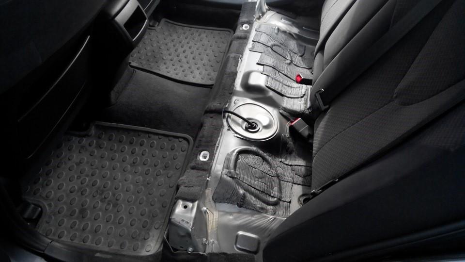 Демонтированные задние сидения