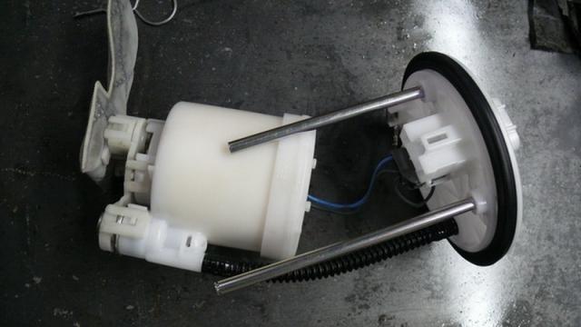 Процесс сборки топливного насоса с фильтром