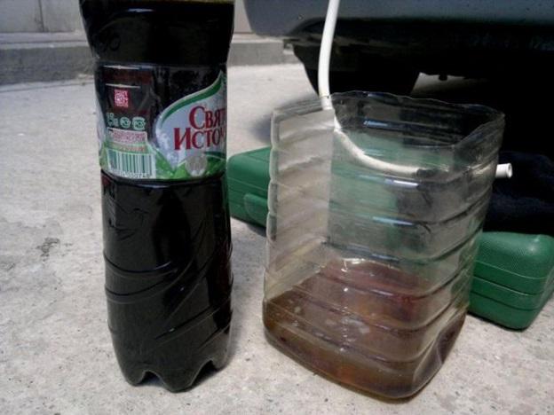 Сравнение цвета отработавшей жидкости и масла, использованного для промывки