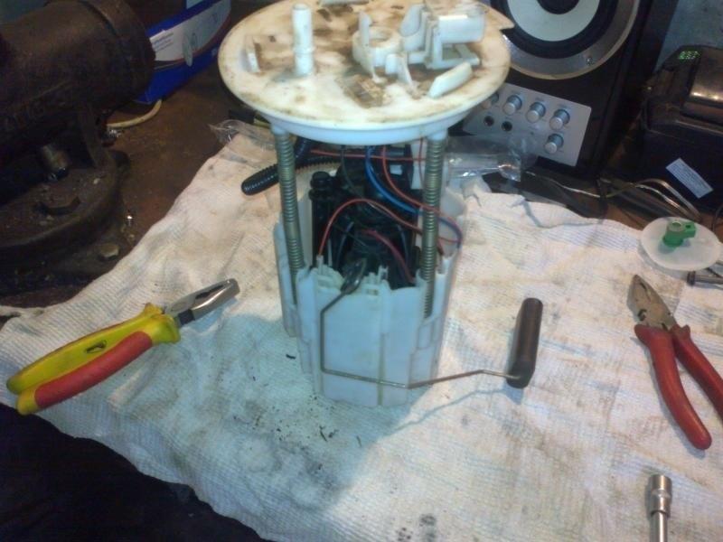 Демонтированный топливный фильтр