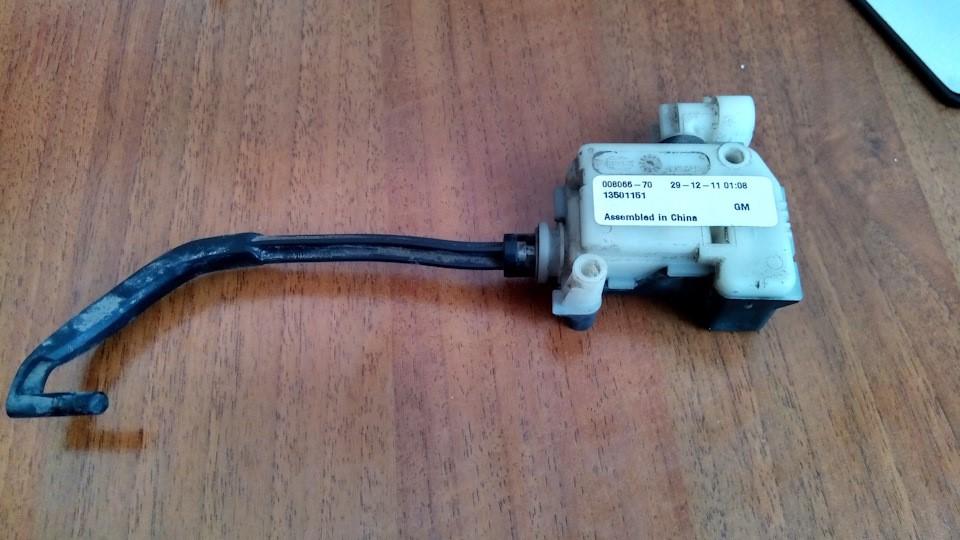 Демонтированный электропривод замка лючка бензобака