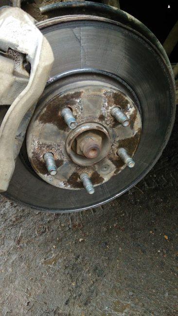 Винт фиксирующий тормозной диск на ступице