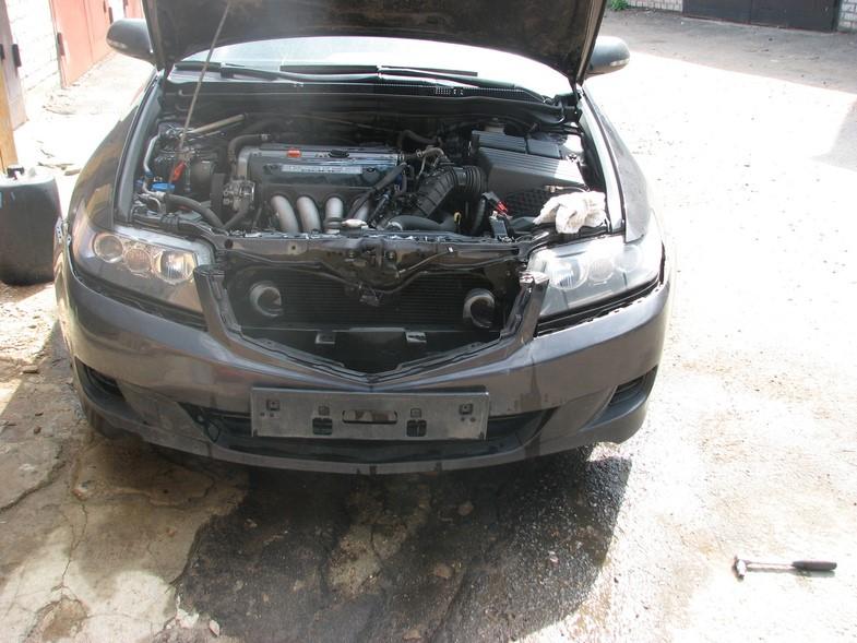 Хонда Аккорд 7 с открытым капотом