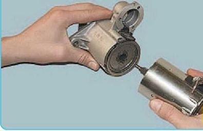 Процесс отсоединения электродвигателя