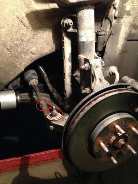 ослабить гайки для снятия колеса