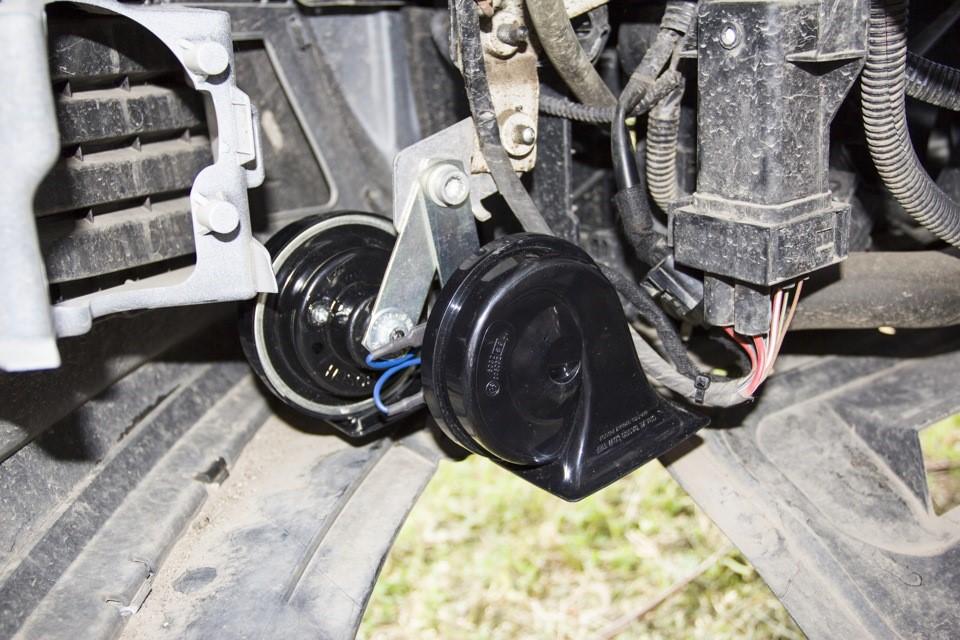 Процесс установки клаксонов на автомобиль