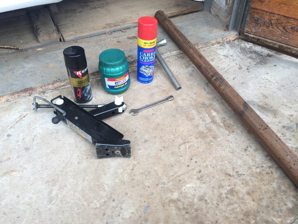Подготовка к замене втулок стабилизатора на Фольксваген Поло