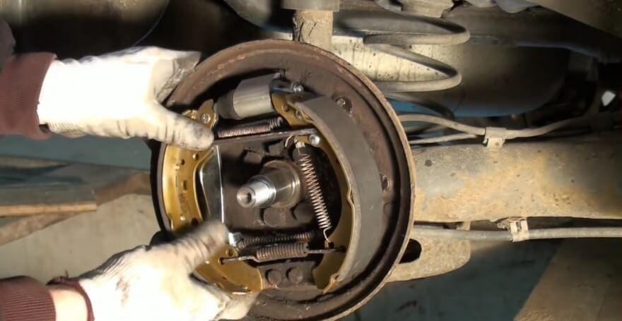 Процесс монтажа колодок в упоры