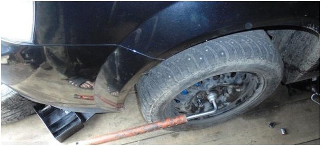 Процесс снятия колеса
