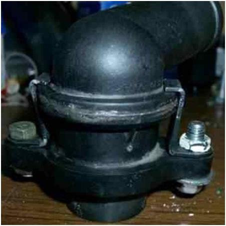 Вариант расположения болтов для фиксации соединения корпуса терморегулятора
