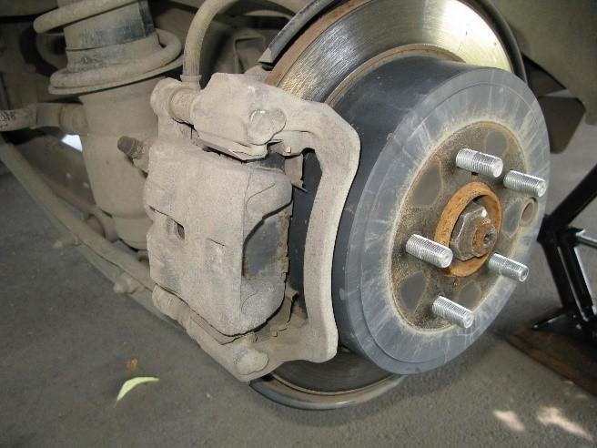 Снимается колесо с задней оси