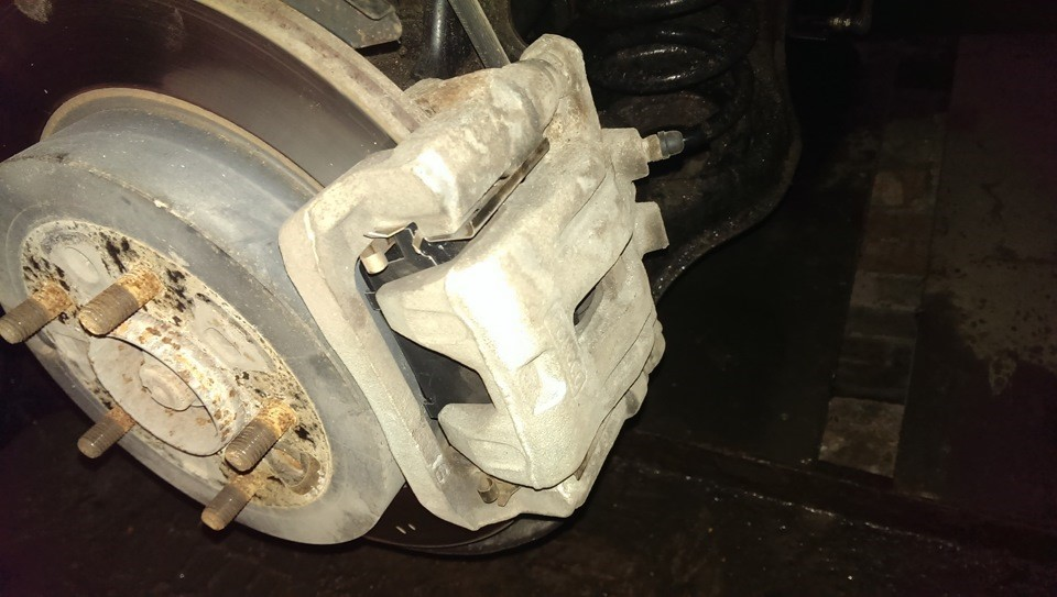 Вид после демонтажа колеса.