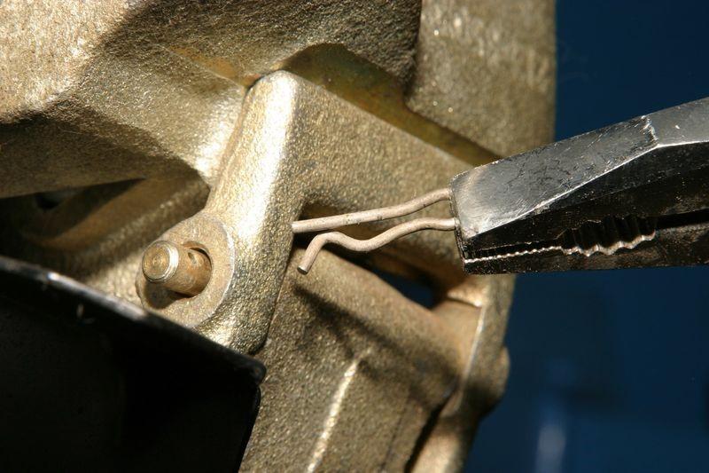 tormoznye kolodki na shevrole niva 1%D1%8A - Шеви нива замена передних тормозных колодок