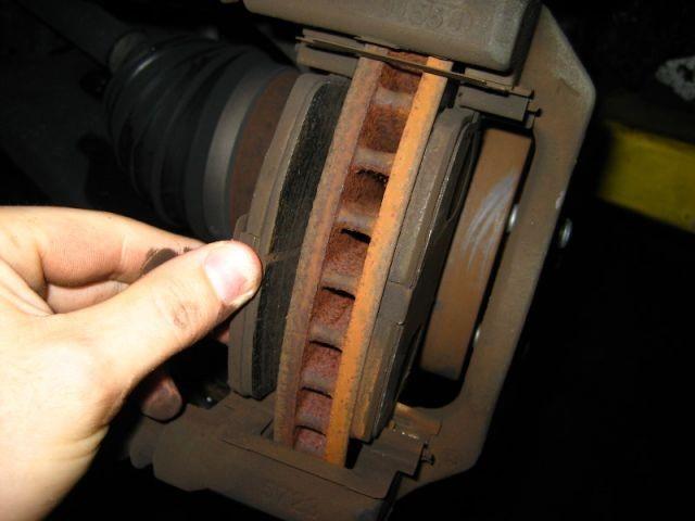 Изъятие дисковых колодок
