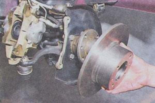 Процесс демонтажа диска