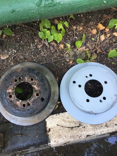 Старый(слева) и новый(справа) задние диски