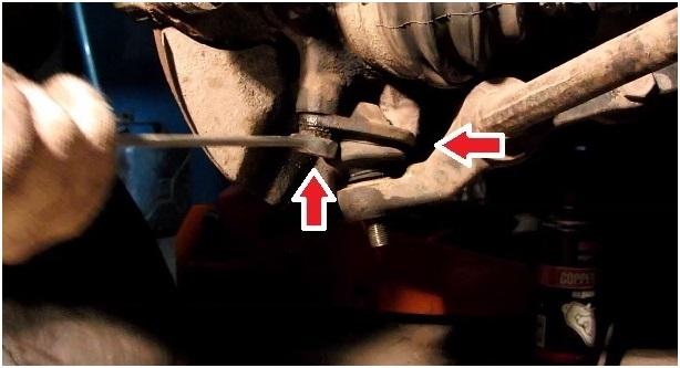 Расположение болтов, крепящих шаровую к кулаку