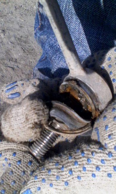 Стойка стабилизатора Fenox с поврежденным пыльником