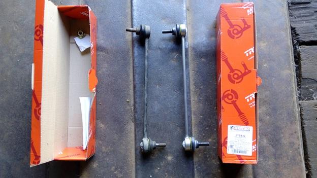 Старая (слева) и новая (справа) стойки стабилизатора TRW