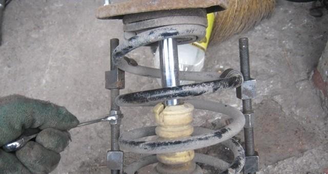 Размещение стяжек на пружине
