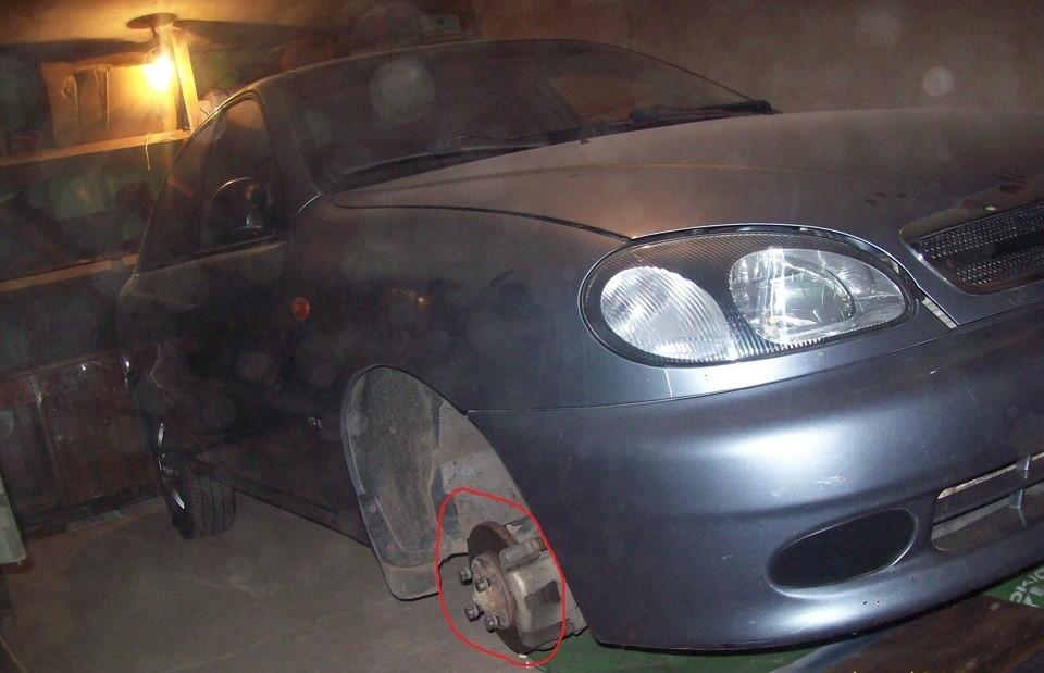 Ланос со снятым передним колесом