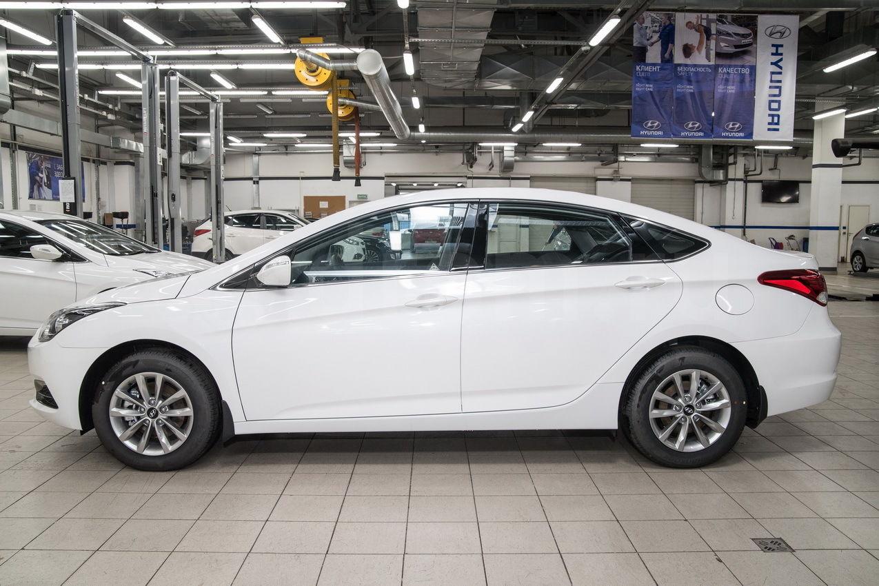 Вид с боку на Hyundai i40 Comfort