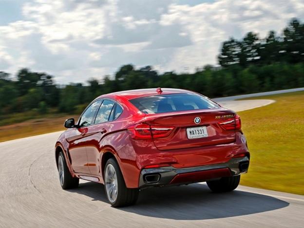 Вид сзади на BMW X6