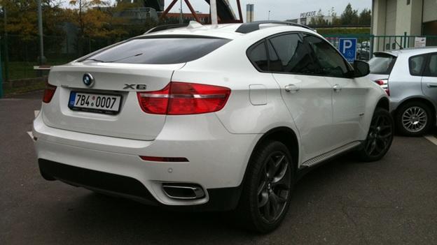Вид сзади на BMW X6 xDrive40d