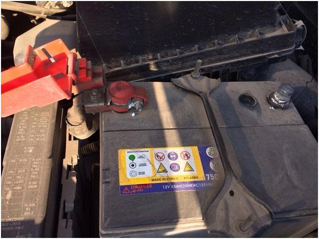 Смонтированная на автомобиль родная батарея Almera Classic