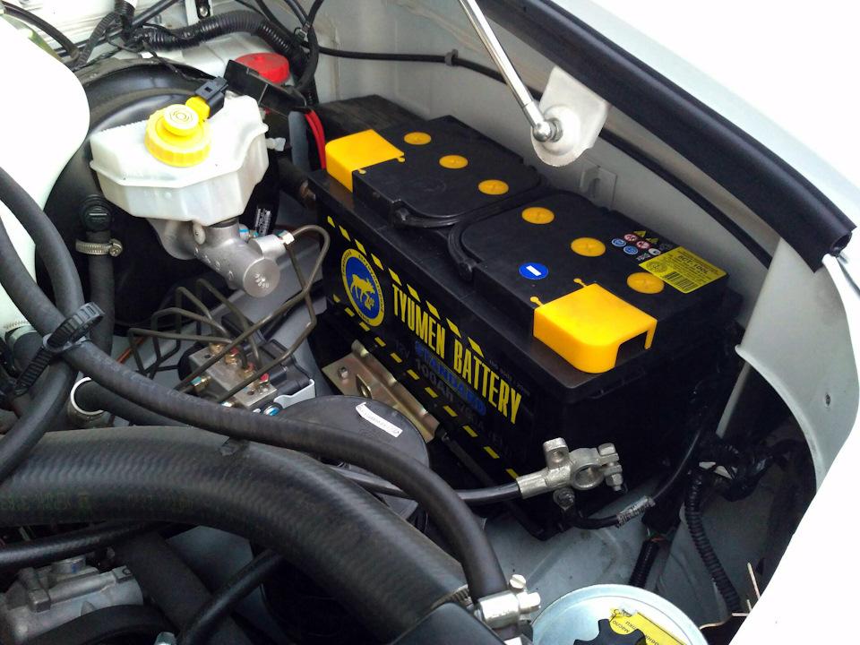 Аккумулятор смонтированный на УАЗ Патриот