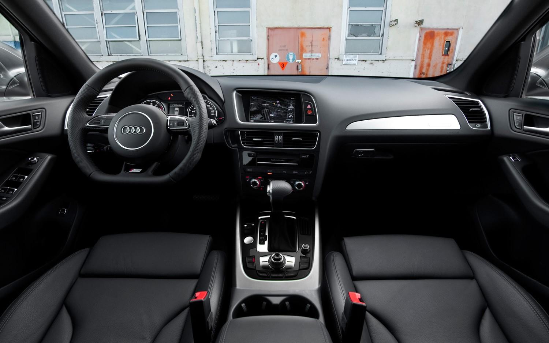 Audi Q5: экстерьер салона