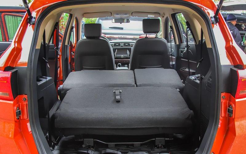 Внешний вид багажного отделения Lifan Myway Luxury со сложенным задним рядом сидений