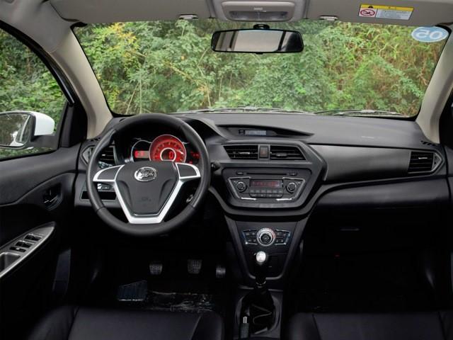 Внешний вид салона автомобиля Lifan X50