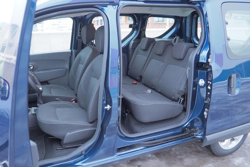 Отдельные сдвижные двери для доступа во второму ряду сидений авто в комплектации Drive
