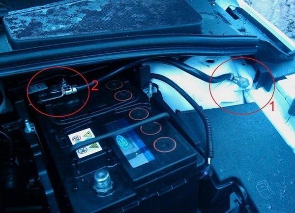 Расположение аккумулятора на Ford Focus 3