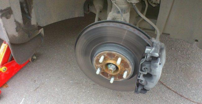 снять колесо