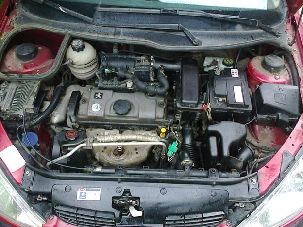 Подкапотное пространство Peugeot 206 (седан)