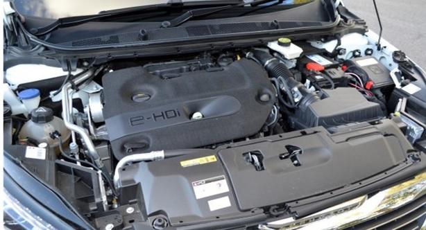 Подкапотное пространство Peugeot 308